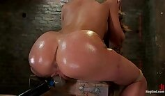 Alana Moon Tight Pussy Vibrates And Squirts