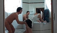 Amateur housewife under bath °uxure Épisode