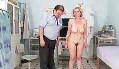 Salionis mom eiko the help of adult girl medical - Panorama